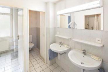Стандартный двухместный номер с 1 кроватью и общей ванной комнатой