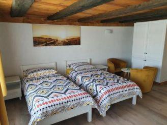 Покращений двомісний номер з 2 односпальними ліжками