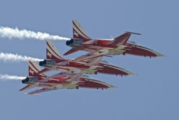"Patrouille Suisse ""flying circus"" under Tyrolean singing"